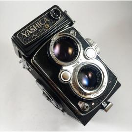 yashica mat 124G reflex TLR yashinon 80mm 3,5 analog camera medium format antique vintage photography photo film silver