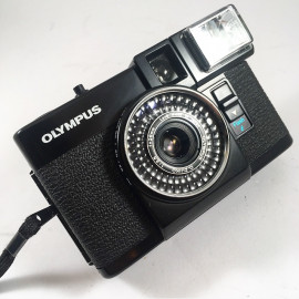 olympus pen ef flash compact argentique 35mm demi-format 18x24mm d.zuiko 28mm 3.5
