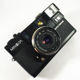 minolta hi-matic af2 point and shoot ancien vintage 38mm 2.8 argentique 1980 flash compact