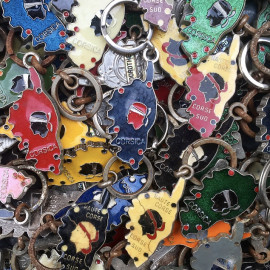 porte clefs ancien métallique corse corsica coloré couleur touristique prénom prénoms publicitaire vintage 1980