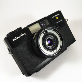 minolta hi-matic s point and shoot vintage antique 38mm 2.7 analog 1978 flash compact camera