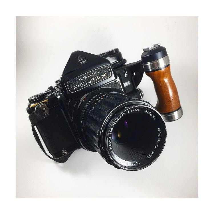pentax 67 film 120 medium format camera film analog vintage 1969 wood hand