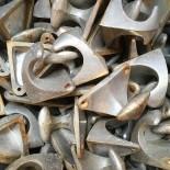 patère ancienne vintage métallique métal fonte aluminium école stock ancien triangle 1960 1970