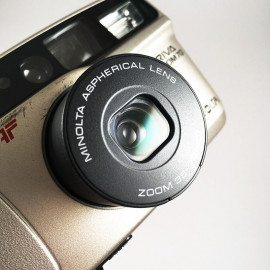 minolta riva af zoom 70 point and shoot ancien vintage 38-70mm  argentique 1998 compact camera