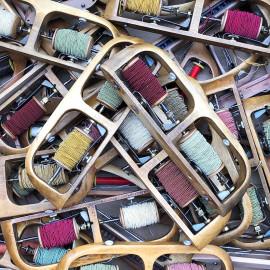 navette double avec deux bobines fil bois métal atelier tissage soie filature ancien vintage mercerie 1930 1950