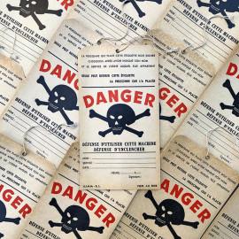 grande étiquette papier carton danger electricite usine industriel double face tete de mort 1950 1960 ficelle