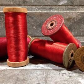 bobine fil rouge brillant atelier ancien stock filature 1930 vintage