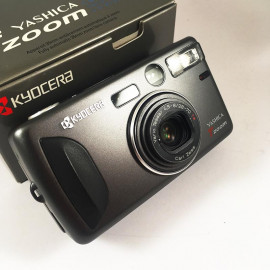 Yashica T Zoom Zeiss Vario Tessar 28-70 point and shoot camera 135 film analog 1990