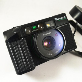 fujica fuji dl 100 dl100 point and shoot analog camera film 1982 flash 35mm 135