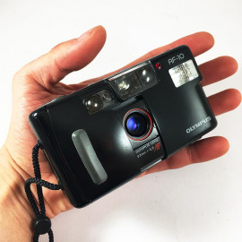 Olympus Af-10 35mm 3.5 compact point and shoot camera flash