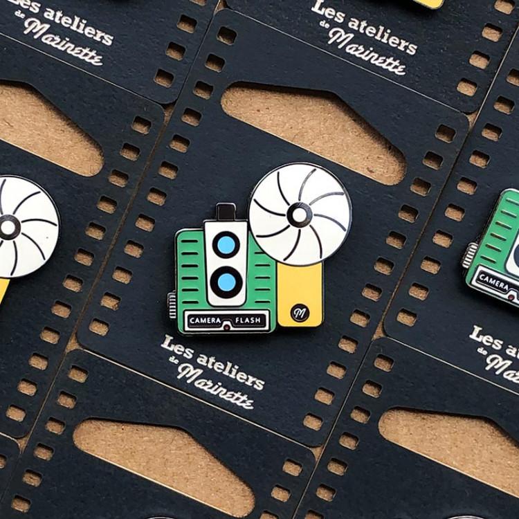 photo camera flash analog pin badge enamel accessories les ateliers de marinette metal lyon vintage