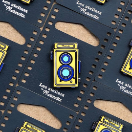 photo twin lens reflex yellow camera analog pin badge enamel accessories les ateliers de marinette metal lyon vintage
