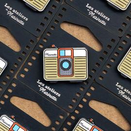 photo compact beige camera analog pin badge enamel accessories les ateliers de marinette metal lyon vintage