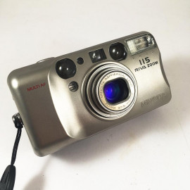 minolta riva af zoom silver aspherical 115 point and shoot antic vintage 37.5-115mm  analog compact camera
