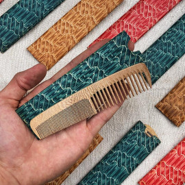 peigne en bois ancien 1950 1960 avec étui coloré vintage coiffure homme femme