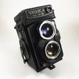 yashica mat 124G reflex TLR yashinon 80mm 3,5 analog camera medium format antique vintage photography photo film