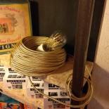 cable electrique fil textile vintage métal laiton jaune or doré brillant électricité rare rond