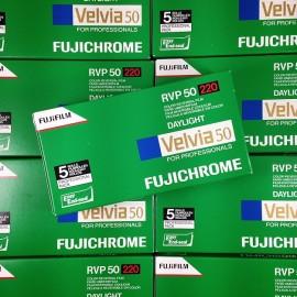 pellicule 220 film pack 5 velvia 50 moyen format diapo diapositive positif 6 6 fujifilm 120 fuji périmé 2009