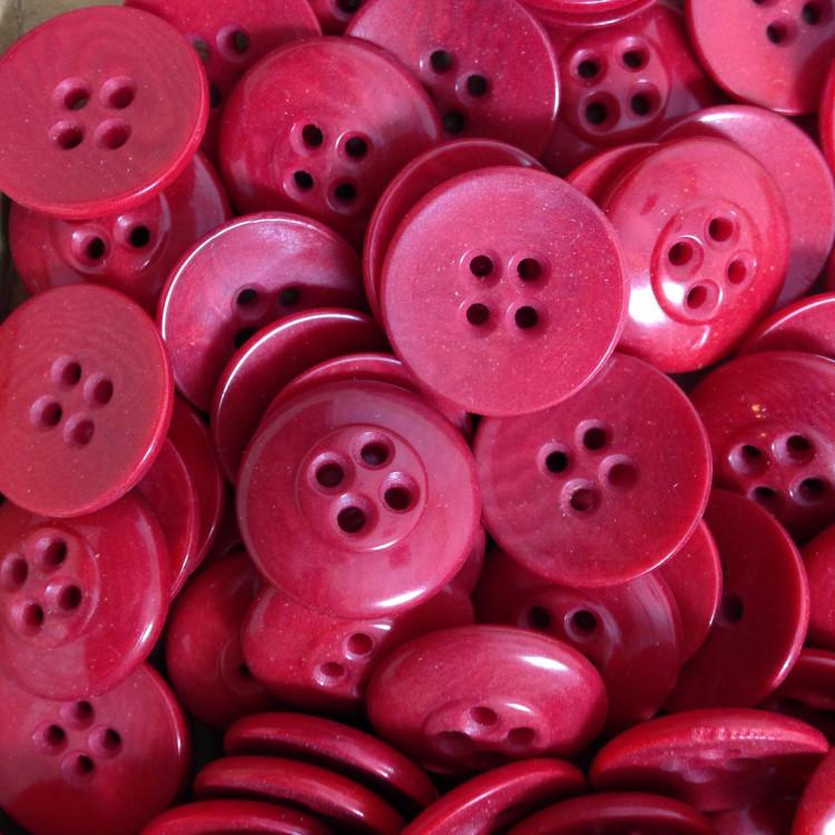 bouton rouge corozo incurvé fantaisie ancien vintage mercerie 1920 17mm