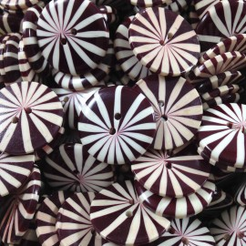 button plastic antique vintage haberdashery daisy red violet 22mm 1960
