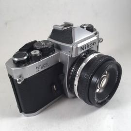 appareil reflex argentique nikon fe2 chrome 50mm 1.8 series E 35mm film