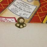 carton bon secours elixir ancien vintage papier distillerie 1930