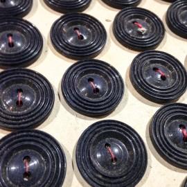 bouton ancien vintage réglisse noir mercerie 1930 21mm