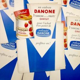 présentoir danone yaourt ancien vintage carton épicerie 1960