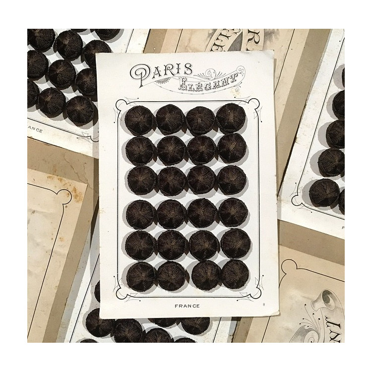 carte 24 boutons anciens en tissu début de siècle 1900 1890 costume haute époque 24mm marron crème