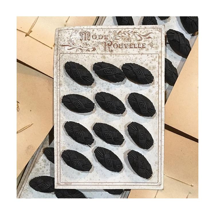 carte de 12 boutons anciens en tissu vintage 1890 1900 costume haute époque allongé noir 35mm