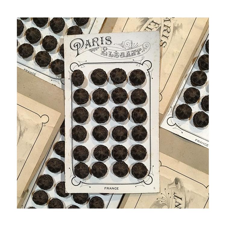 carte de 24 petits boutons anciens en tissu vintage 1890 1900 costume haute époque rond marron 14mm