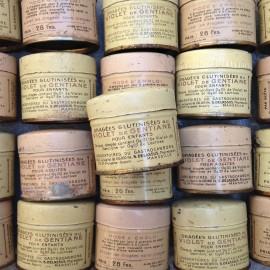 petite boite métal ancien vintage dragées glutinisées violet  gentiane pharmacie 1930