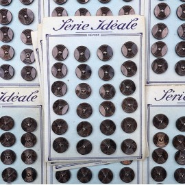 card of vintage antique button plastic haberdashery knitting 1950 1960 21mm grey brown