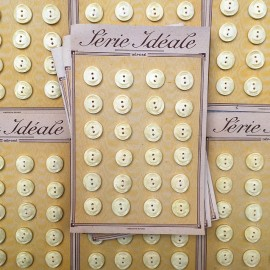 card of vintage antique button plastic haberdashery knitting 1950 1960 17mm cream