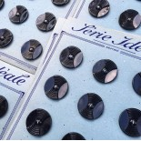 card of vintage antique button plastic haberdashery knitting 1950 1960 27mm black