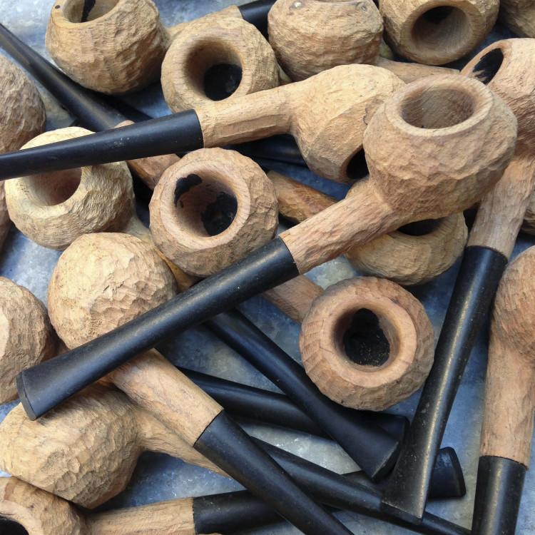 pipe bois racine bruyère brut st-claude droite tabac jura ancien vintage atelier 1970
