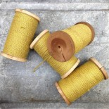 bobine fil tressé jaune or ancien vintage mercerie militaire 1920