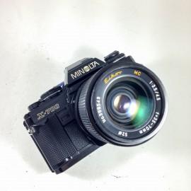 minolta x-700 reflex eikor 35-70mm 3,5 4,5 x700