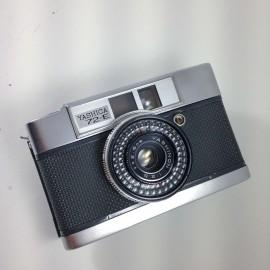 yashica yashinon 72-E half frame compact 28mm 2.8 analog