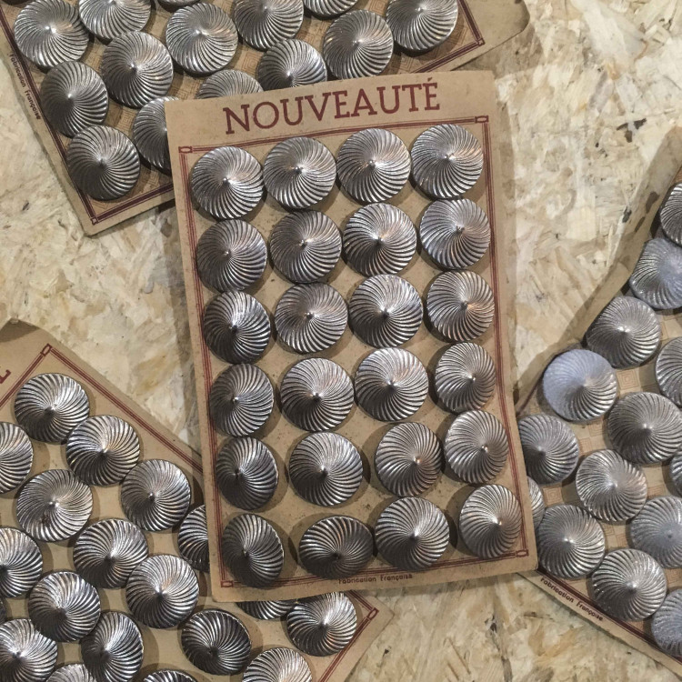 carte de boutons anciens vintage 1930 mercerie couture 23mm métallique métal argenté