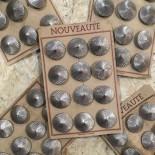 carte de 12 boutons anciens vintage 1930 mercerie couture 28mm métallique métal argenté