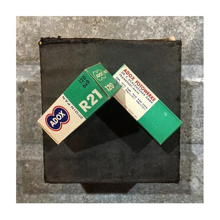 pellicule ancienne argentique 1961 périmée noir et blanc adox R21 100 iso